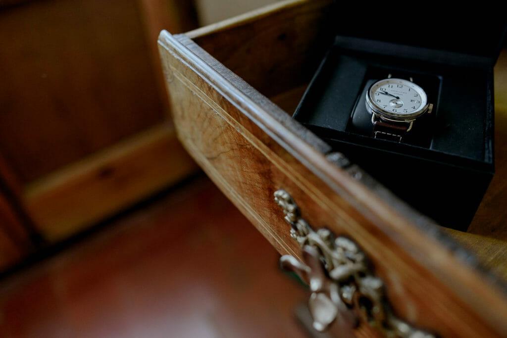 Reloj novio dentro de cajón